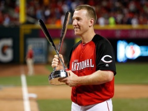 CINCINNATI, OH - JULY 13:  National League All-Star Todd Frazier #21 of the Cincinnati Reds celebrates with the trophy after winning the Gillette Home Run Derby presented by Head & Shoulders at the Great American Ball Park on July 13, 2015 in Cincinnati, Ohio.  (Photo by Rob Carr/Getty Images)